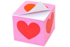 Pappers- anteckningsbokkvarter för rosa färger med hjärtadesign Arkivbild