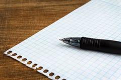 Pappers- ark med pennan royaltyfri fotografi