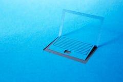 Pappers- bärbar dator Arkivbild