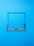 Pappers- bärbar dator Royaltyfri Bild