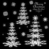 Pappers- barrträd och snöflingor för vinterdesign Arkivfoton