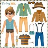 Pappers- docka med en uppsättning av kläder. Gullig hipsterpojke. Royaltyfria Bilder