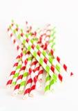 Pappers- drinksugrör på vit bakgrund Royaltyfria Bilder