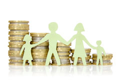 Pappers- familj och buntar av mynt arkivfoton
