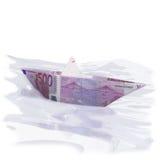 Pappers- fartyg med 500 euro Arkivfoton