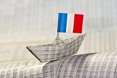 Pappers- fartyg med flaggan av Frankrike Royaltyfria Foton