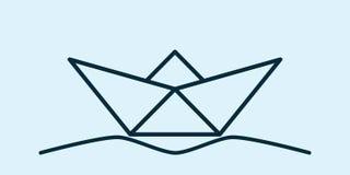 Pappers- fartyg på vågorna Arkivbilder