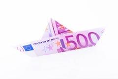Pappers- fartyg som göras med en anmärkning för euro 500 Royaltyfri Foto