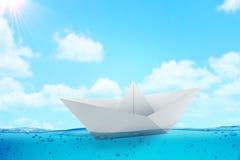 Pappers- fartygutmaningbakgrund Fotografering för Bildbyråer