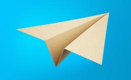 Pappers- flygplan som isoleras på blå bakgrund Royaltyfri Bild