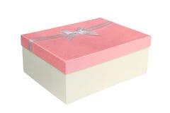 Pappers- gåvaask med den vita bandpilbågen som isoleras på vit Arkivbild