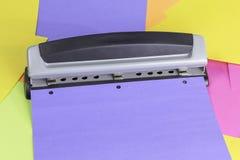 Pappers- hålstansmaskin Royaltyfri Fotografi
