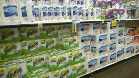Pappers- handdukar som säljer på lagret Fotografering för Bildbyråer