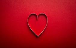 Pappers- hjärta formar symbolet för valentiner som dagen med kopierar utrymme Arkivbild