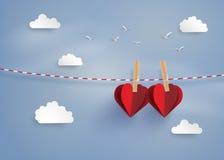 Pappers- hjärtaform som hänger på lopen Royaltyfria Bilder