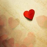 Pappers- hjärtor vinkar in Arkivfoto