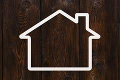 Pappers- hus med copyspace Hus familjbegrepp Abstrakt begreppsmässig bild Arkivbilder