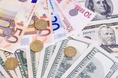 Pappers- kassa fakturerar EURO och dollar och encentmynt ukrainsk hryvnianärbild Royaltyfri Foto