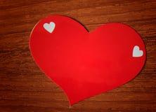 Pappers- klistermärke för röd hjärta Fotografering för Bildbyråer