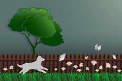 Pappers- konstbegrepp av naturen, hund som fångar fjärilen i trädgården Arkivfoton