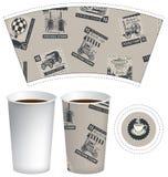 Pappers- kopp för varm drink med portostämplar Arkivfoton