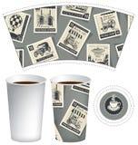 Pappers- kopp för varm drink med portostämplar Royaltyfri Fotografi