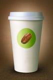 Pappers- kopp för kaffe med logo Arkivbild