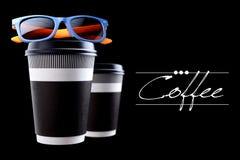 Pappers- kopp kaffe eller te arkivfoto