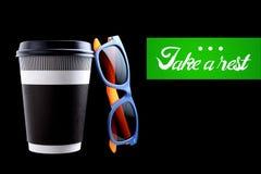 Pappers- kopp kaffe eller te arkivfoton