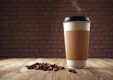 Pappers- kopp kaffe med kaffebönor Royaltyfria Bilder
