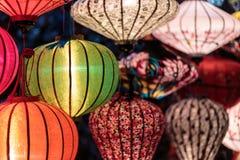 Pappers- lyktor på gatorna av Hoi An Royaltyfri Bild