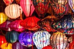 Pappers- lyktor på gatorna av Hoi An Royaltyfria Bilder