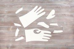 Pappers- mallar av handskar på trätabellen Royaltyfri Fotografi