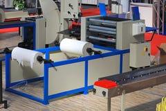 Pappers- maskin för toalett Arkivbild