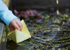 Pappers- origamifartyg Royaltyfria Foton