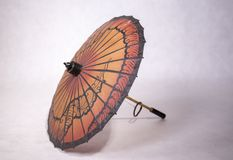 Pappers- paraply med träfattandet Fotografering för Bildbyråer