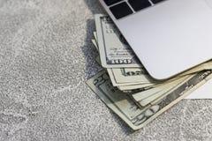 Pappers- pengar för Förenta staterna Royaltyfria Bilder