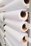 Pappers- rulle i en printshop Fotografering för Bildbyråer