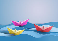 Pappers- segelbåt Arkivfoto