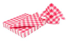 Pappers- servetter för röd ginghammodell royaltyfri foto