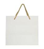 Pappers- shoppingpåse som isoleras på vit Arkivbilder