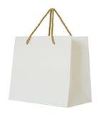 Pappers- shoppingpåse som isoleras på vit Fotografering för Bildbyråer
