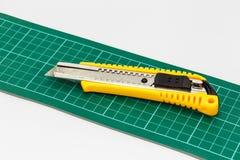 Pappers- skärare för kniv Royaltyfria Bilder