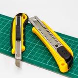 Pappers- skärare för kniv Royaltyfri Bild