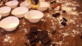 Pappers- töm former för muffin lager videofilmer