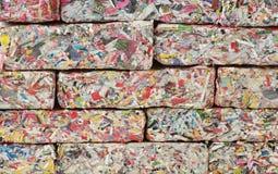 Pappers- tegelstenvägg Arkivbild