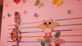Pappers- vägggarneringar arkivfilmer