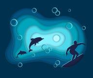 Papperssnittet, landskap för vatten för vektorhavshavet med vågor, delfin som surfar, lager i origami för stil 3d, planlägger Blå royaltyfri fotografi