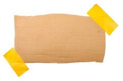 Papplabe som fästas med ett klibbigt band Royaltyfri Bild
