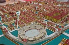 Pappmodell av en roman stad arkivfoto